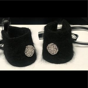 Jewelry - Fur cuffs with ribbon closure